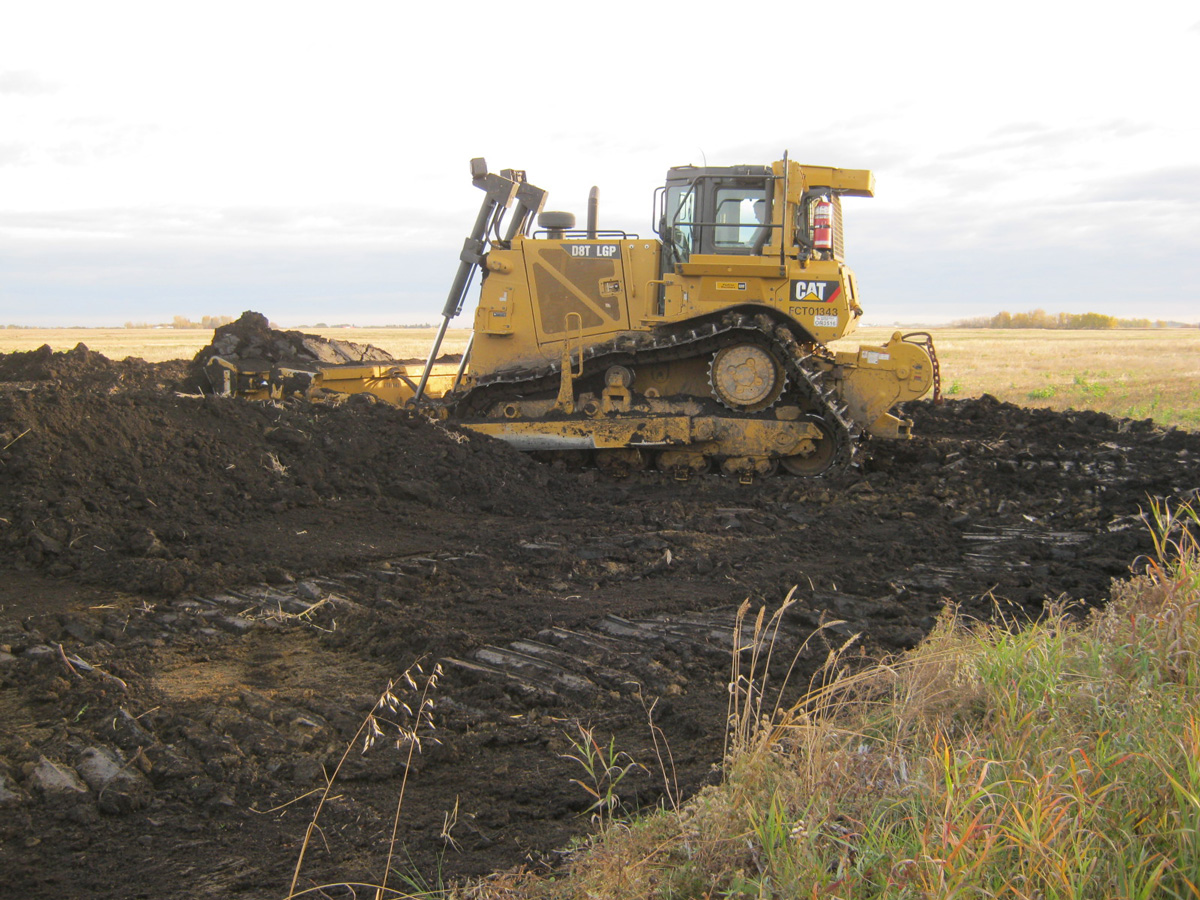 D8T LGP Dozer Track-type tractor and equipment for pipeline
